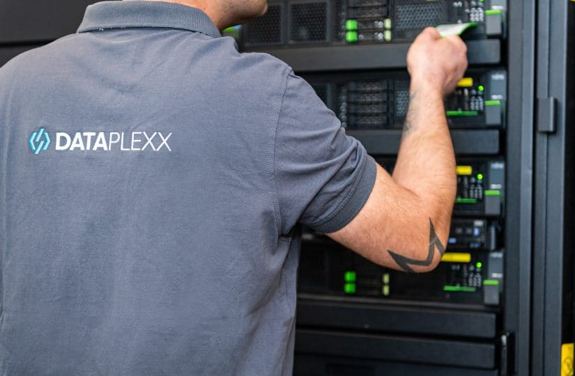DATAPLEXX professional services im Server Raum